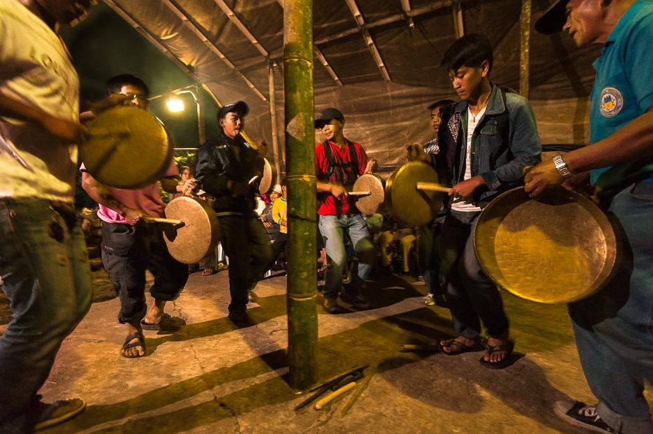 Playing Gongs (Ganza)