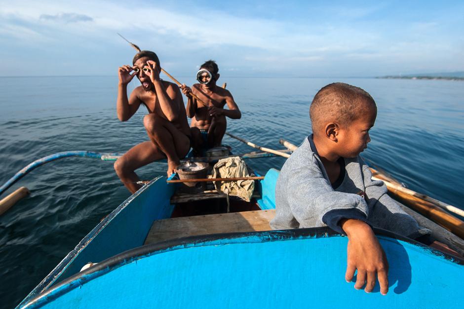 Badjao fishermen getting ready