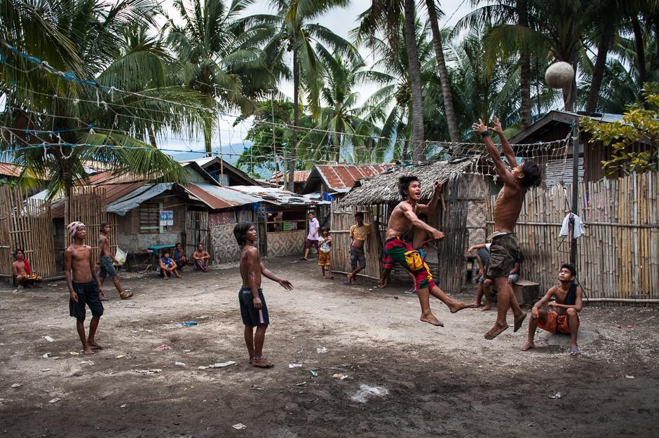 Badjao men playing volleyball