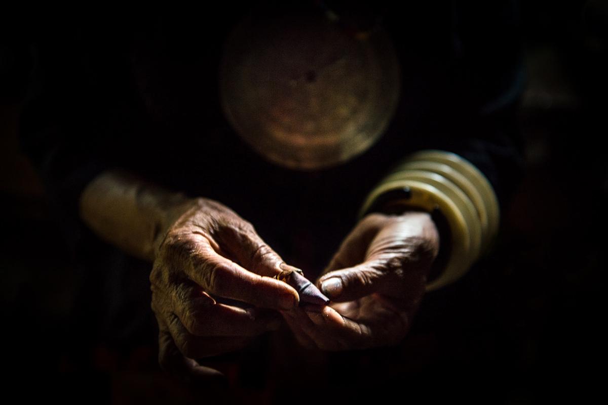 Hands holding Mama - Betel Nut