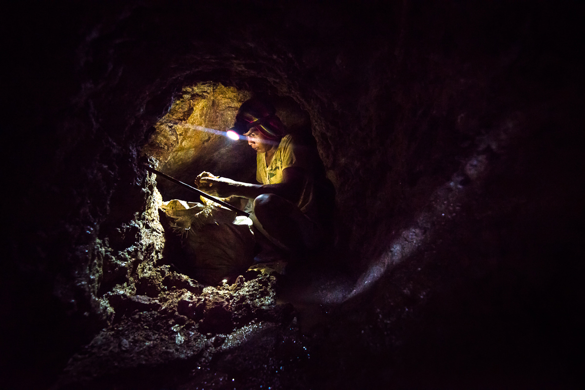 Small-scale gold mining in tunnel