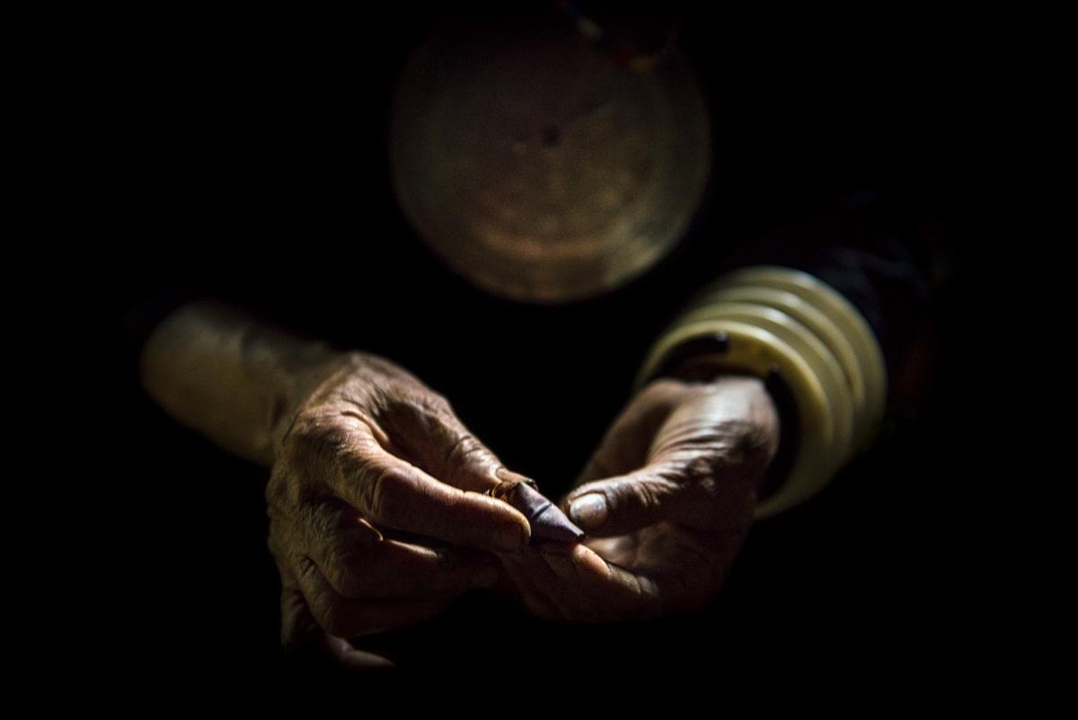 Mansaka hands holding mama (betel nut)